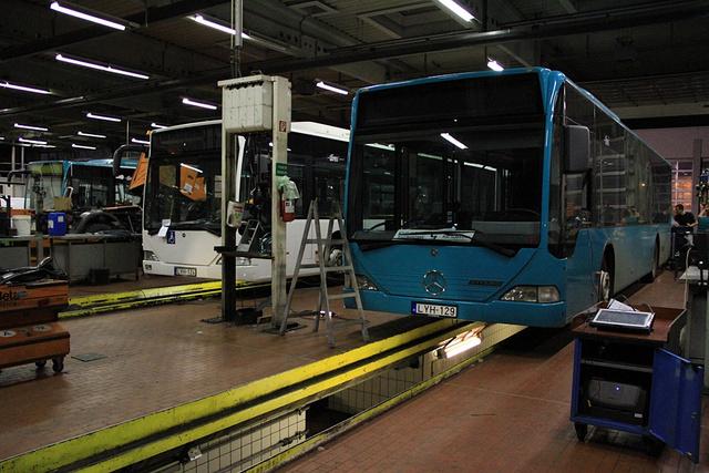 Mercedes Citaro buszok a BKK egyik szervízcsarnokában