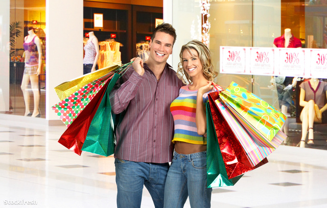 stockfresh 431245 shopping-smiling-couple sizeM