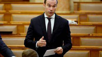 Újra a parlament elé viszik az egészségügyi törvényt
