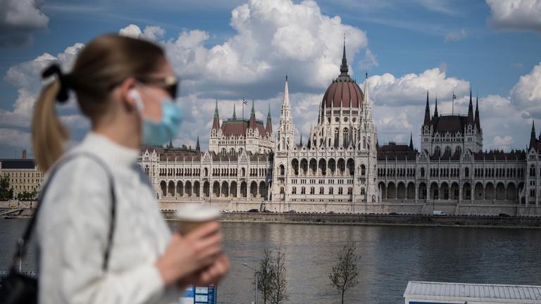 Orbán Viktor: A kötelező maszkhasználatot a közterületeken is elő fogjuk írni