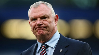 Rasszista megnyilvánulása miatt lemondott az angol futballszövetség elnöke