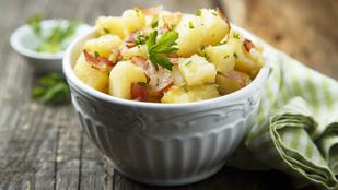 Unod a már jól ismert köreteket? Ezt a német krumplisalátát próbáld ki!