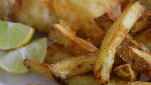 A só és az ecet nem csak a fura csipszeken finom, a sült krumplit is feldobja a pikáns kombó