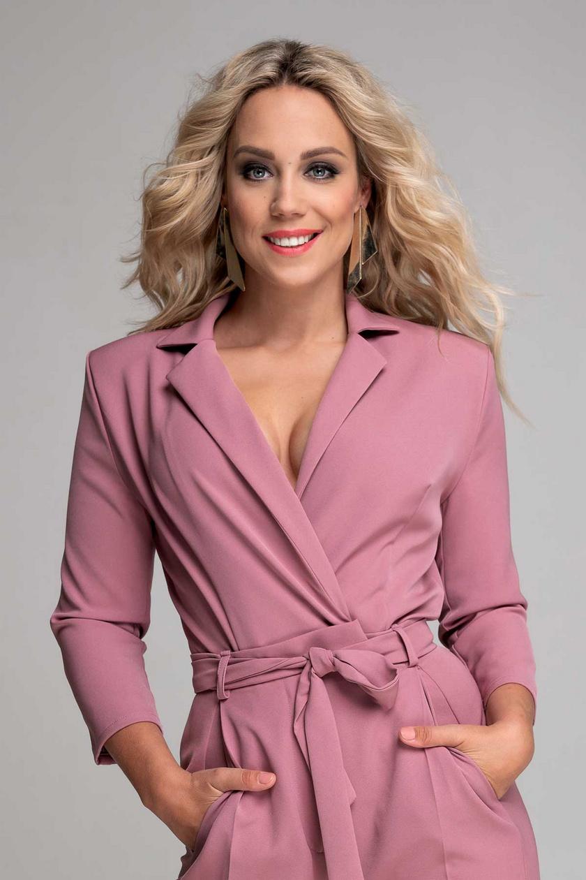 2020 szeptemberében derült ki, hogy Kiss Ramóna a TV2-höz szerződött. A csatornánál a 2020. október 10-én elstartolt Dancing with the Stars című táncos show-műsor háziasszonyaként debütált.