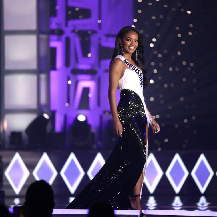 Az hagyján, hogy Amerika új elnököt választott magának, de új szépségkirálynője is lett az Egyesült Államoknak november elején: lapozgatónkban Amerika legszebb hölgyének kikiáltott  Asya Branch-ot mutatjuk be