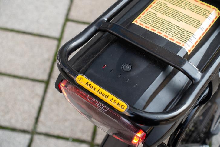 Az akkut a Hollandia és az E-Trekking is a csomagtartójában hordja, ami praktikus, de ettől elég farnehezek
