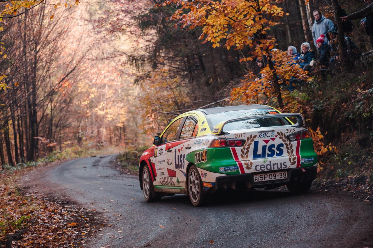 A tavalyi évi skodázás után visszatért korábbi sikerei főszereplőjéhez, a Mitsubishihez a kategória kétszeres Európa-bajnok magyar versenyzője, Érdi Tibor. A Zemplénben egyetlen szakaszon sem tudták megszorongatni ellenfelei. 16-ból 16 szakaszt megnyerve, hat perc előnnyel állhatott az ERC2 értékelés dobogójának legmagasabb fokára. Magyarországi győzelme idén már zsinórban a harmadik, ahol ebben az évben elindult, ott nem talált legyőzőre. Minden esélye megvan rá, hogy év végére háromszoros bajnoknak mondhassa magát