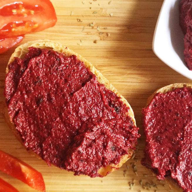 Vitamin- és fehérjedús sült céklakrém tahinivel – Mártogatósnak vagy szendvicskrémnek