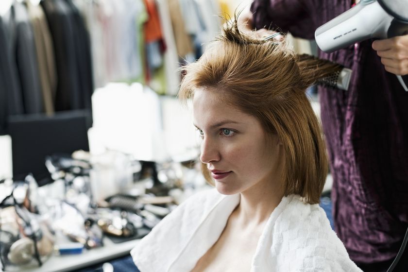 A kazahsztáni stylist elképesztő átalakításai: nemcsak új külsőt, hanem önbizalmat is ad a nőknek