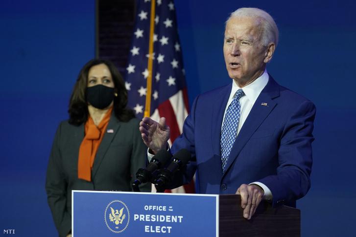 Joe Biden megválasztott demokrata párti amerikai elnök Kamala Harris megválasztott alelnök jelenlétében beszél a Delaware állambeli Wilmington The Queen színházában 2020. november 9-én