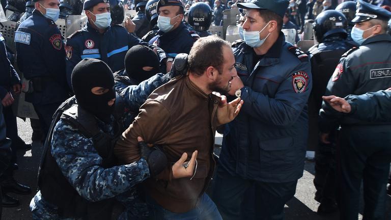 Újabb háborúra készülnek a vesztes örmények