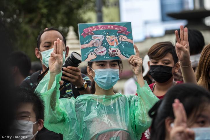 Demokratapárti tüntető Bangkokban 2020. október 21-én