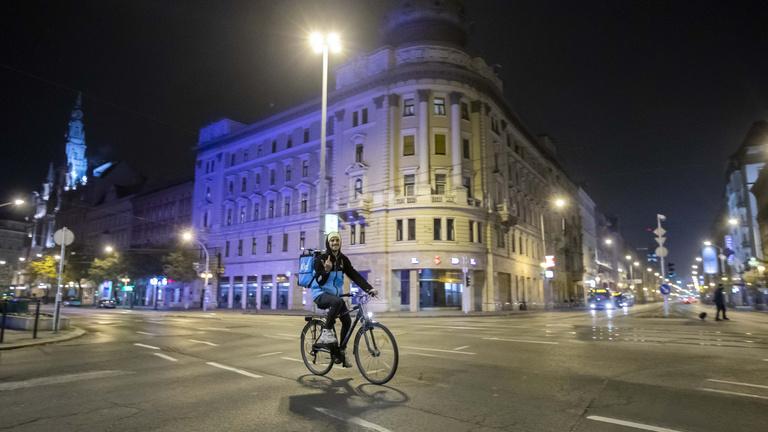 Így kezdődött Budapesten a kijárási tilalom