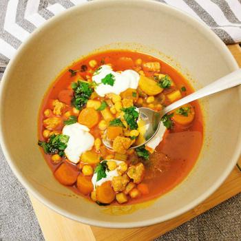Tartalmas, magyaros leves sok hússal és zöldséggel – Már egy tányérnyi eltelít