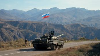 Több ezer orosz katonát dobnak át Hegyi-Karabahba