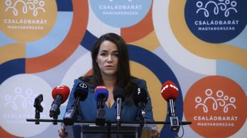 Novák Katalin: Harminc napon belül bírálják majd a támogatásra benyújtott kérelmeket