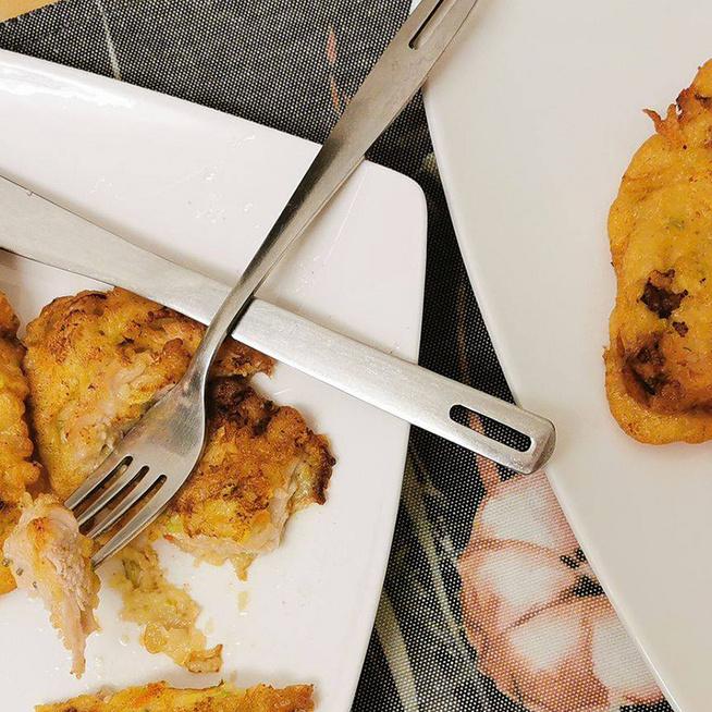 Zöldséges bundában sült csirkecsíkok: a hús nagyon omlós és ízletes lesz