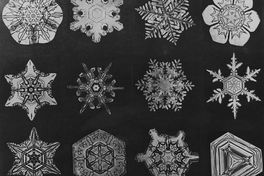 - A hópelyhek szimmetrikus formáikat az őket alkotó vízmolekuláknak belső sorrendjének köszönhetik, amik szilárd állapotba rendeződnek, kristályosodnak. Ezek a vízmolekulák a jégben és a hóban gyenge kötéseket képeznek egymással. Így alakul ki a hópehely szimmetrikus, hatszögletű formája - mondja Miriam Rossi, a Vassar Főiskola kémiaprofesszora.