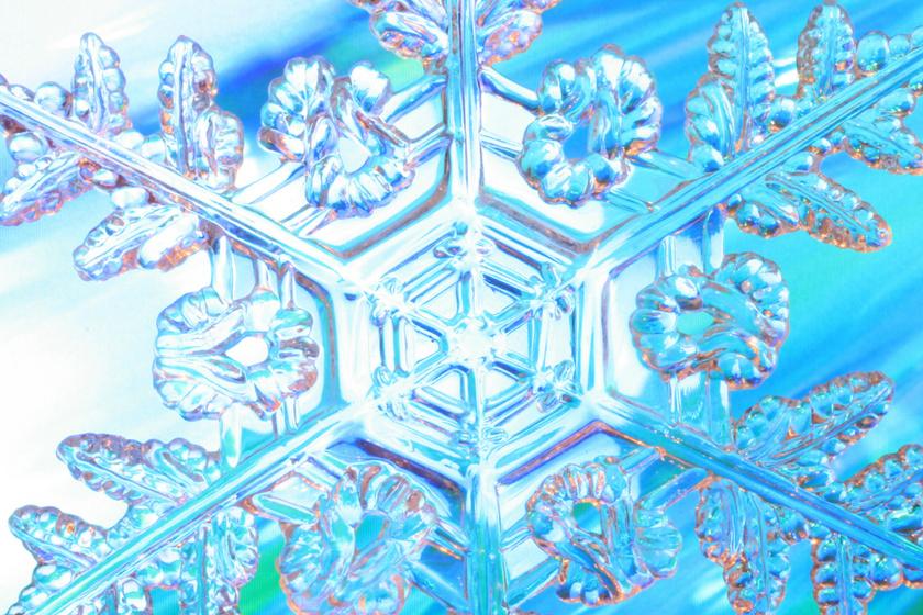 Hihetetlen, mennyire szépek a hópelyhek mikroszkóp alatt: nincs két egyforma a varázslatos alakzatokból