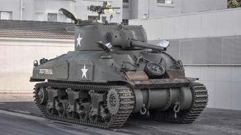 Világháborús tank eladó, lehet licitálni