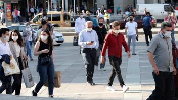 Törökországban betiltották a köztéri dohányzást