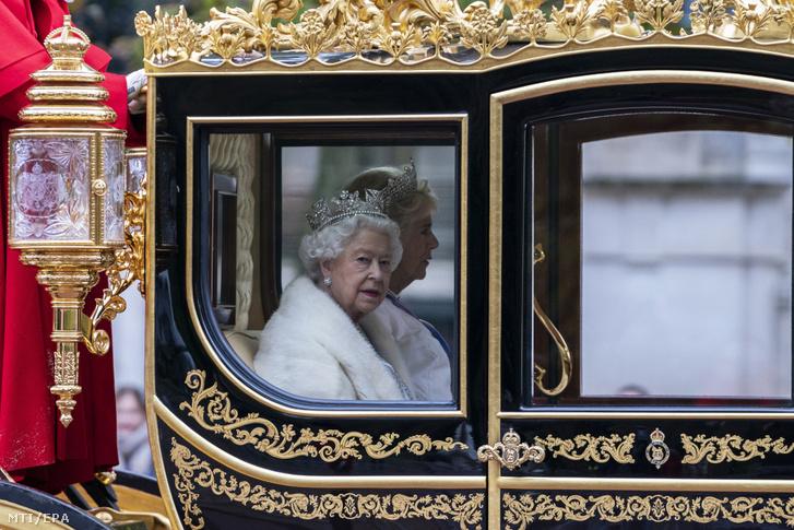 II. Erzsébet brit királynő díszhintóján 2019. októberben.