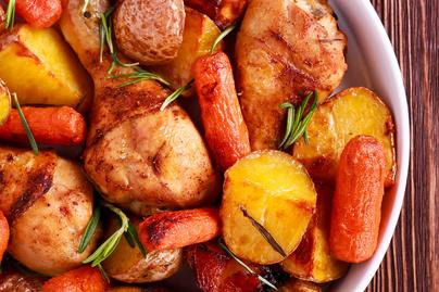 Egytepsis csirkecomb puha krumplival és édeskés répával - Együtt sül a körettel