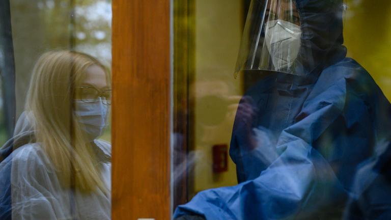 Több mint ötezer új fertőzött, majdnem százan meghaltak