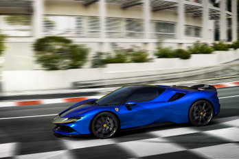 Ezer lóerős roadster jön a Ferraritól