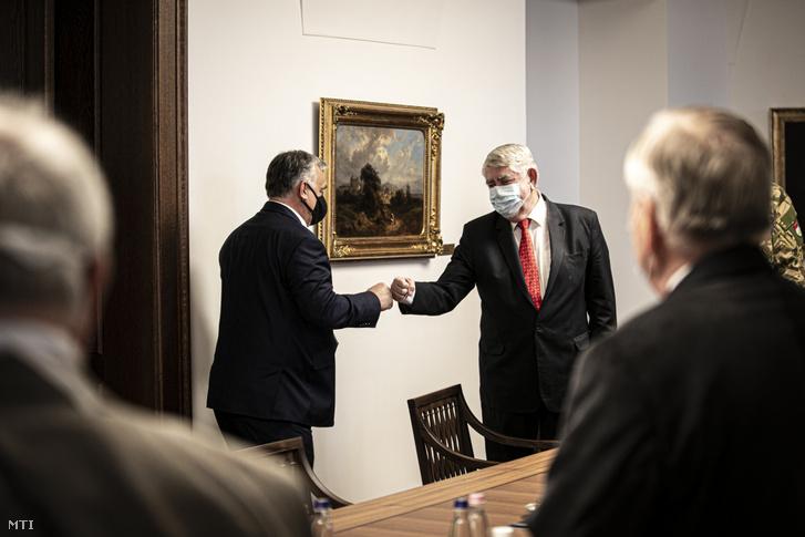 Orbán Viktor miniszterelnök és Kásler Miklós az emberi erőforrások minisztere a Karmelita kolostorban 2020. november 5-én.
