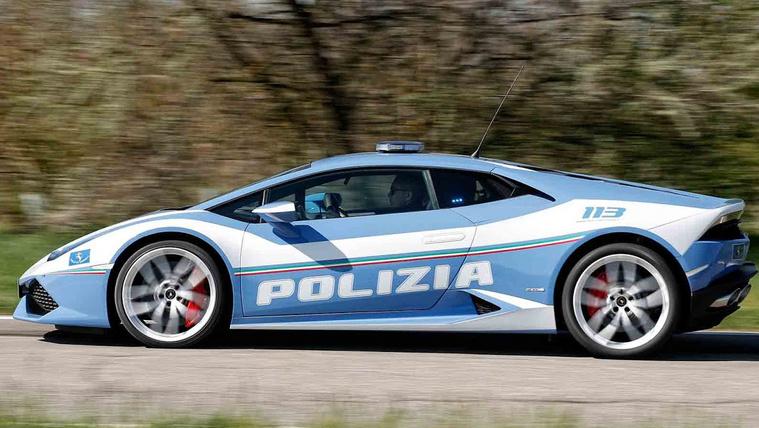 Életmentő segítség volt a rendőrségi Lamborghini