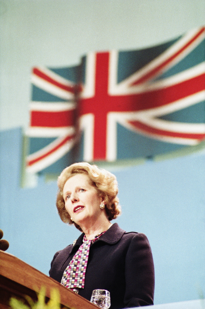 Thatcher nemcsak hosszú miniszterelnökségi ideje miatt él még az emberek emlékezetében a mai napig, első női angol miniszterelnökként is kivívta a helyét az angol történelemben