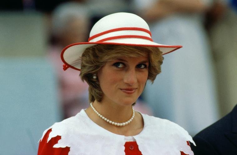 """Diana Spencert és Károly herceg  1977-ben találkoztak először, de  ez nem a """"szerelem első látásra""""-típusú találkozó volt, és csak később, 1981-ben házasodtak össze"""