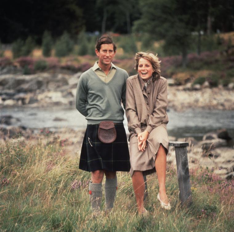 Hasonlóan nyers, vidéki táj, szintén Károly herceg, csakhogy itt már újdonsült feleségével, Dianával látható a nászútjukon, Balmoralban