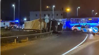 Horrorkamiont ért baleset Dunaújvárosban