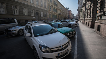 Tíz- vagy százmilliókat bukhatnak az önkormányzatok az ingyenes parkolás miatt