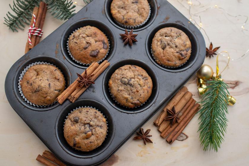 Illatos, puha mézeskalácsmuffin: a karácsony kedvenc ízei csokival megbolondítva