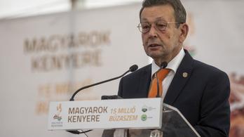 Szarvas fideszes polgármestere ezúttal a tanári testi fenyítést méltatta