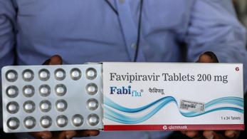Újabb egymillió favipiravir-hatóanyagú tabletta érkezik Magyarországra