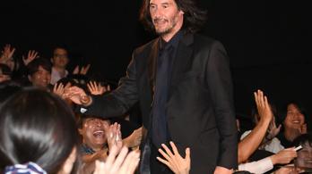 Keanu Reeves bulikázott, bár állítólag nem parti, hanem forgatás volt