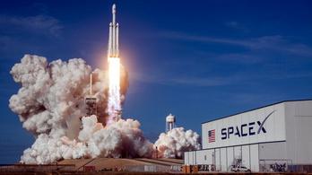 Négy asztronauta indult az űrállomásra egy repülő sárkánnyal