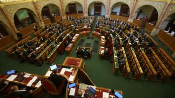Szerdán tárgyalja az alaptörvény kilencedik módosítását a parlament