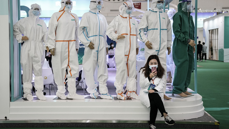 Míg a nyugat bénázik, Kína letapossa a koronavírust