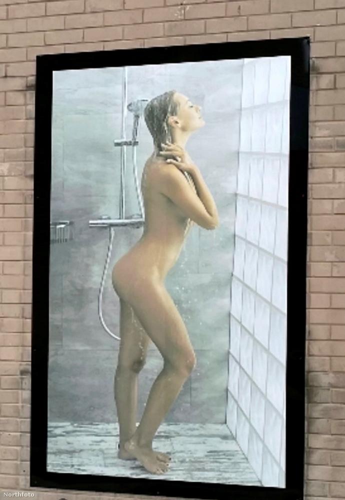 Nem aratott osztatlan sikert a képen látható plakát, ami egy fürdőszobai kiegészítőket áruló boltot reklámoz Nottinghamban