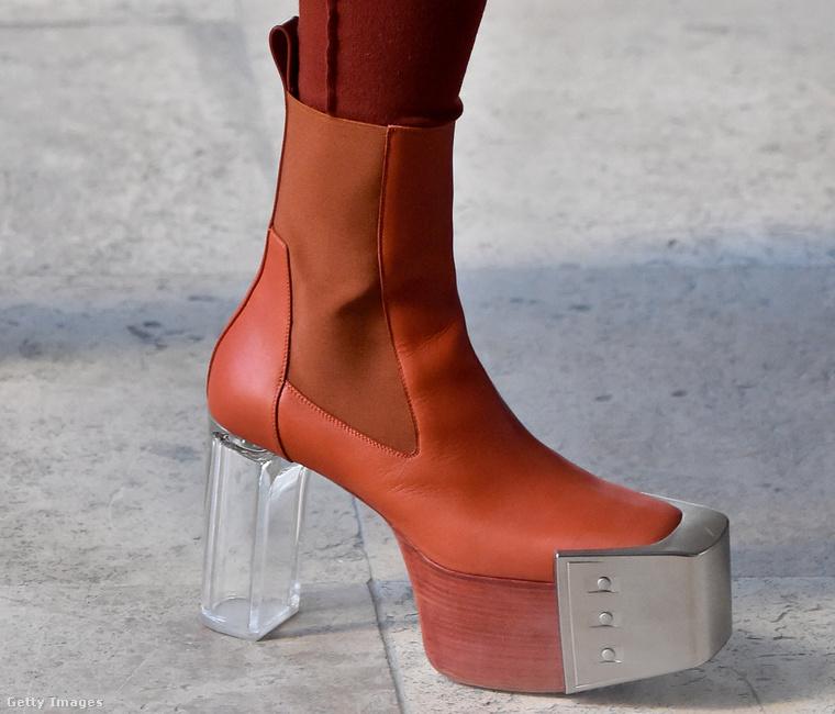 """""""Erre csak azt lehet mondani, hogy egy őrület! Imádom, amikor felveszem, úgy érzem magam, mint Dorothy az Ózban: ez a cipő rögtön elrepít Kansasból Smaragdvárosba!"""" – mondja Lakatos Márk."""