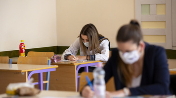 A járvány ellenére ötszáznál több középiskola előírja a központi írásbeli felvételit