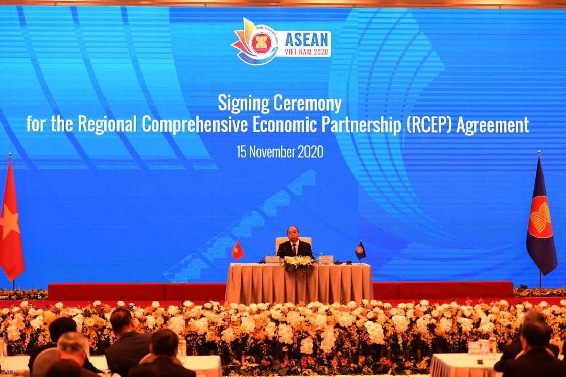 Nguyen Xuan Phuc vietnámi miniszterelnök az RCEP kereskedelmi szerződés aláírási ceremóniáján Hanoiban 2020. november 15-én