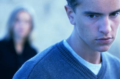 agresszív tinédzser