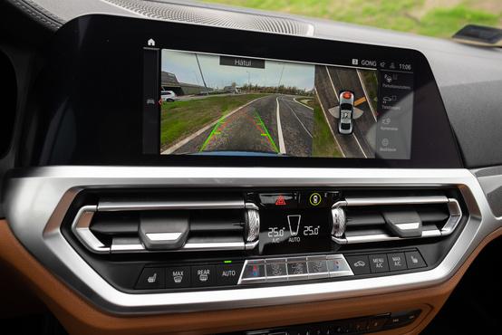 Moziminőségű parkolókamera, amely mindenhonnan, 360 fokban felülről is mutatja az autót
