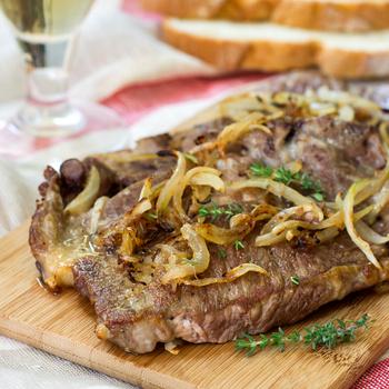 Szaftos sertéstarja sült hagymával megkoronázva: gond nélkül készül az omlós hús